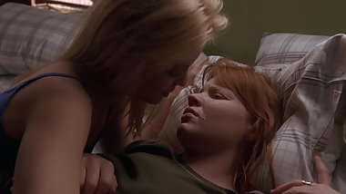 Lauren Ambrose and Mena Suvari - ''Six Feet Under'' s4e08
