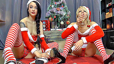 Festive fun with Brits April and Alessa