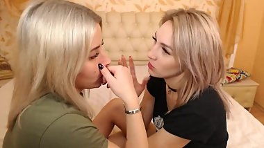 the hottest lesbians kiss very sexually